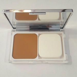 CLINIQUE Powder Makeup